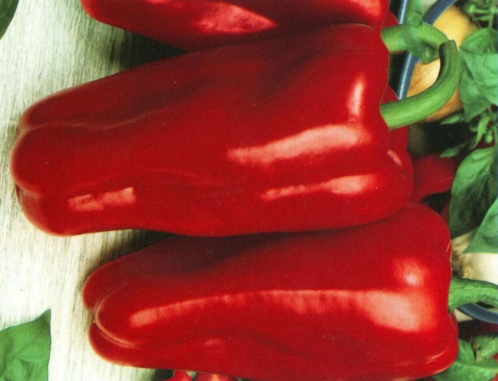 два больших красных перца