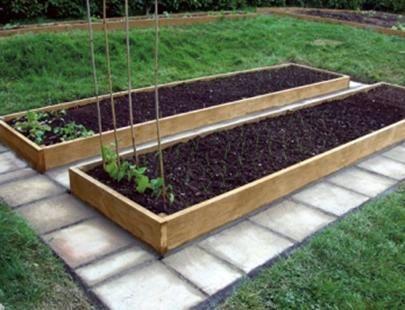 деревянная конструкция с землей для посадки
