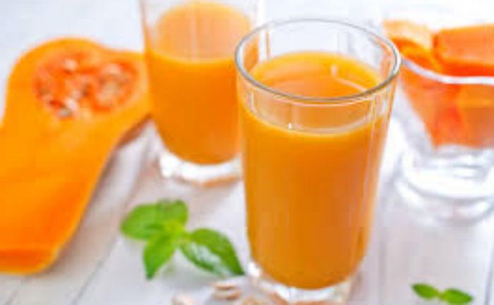 стаканы с желтой жидкостью