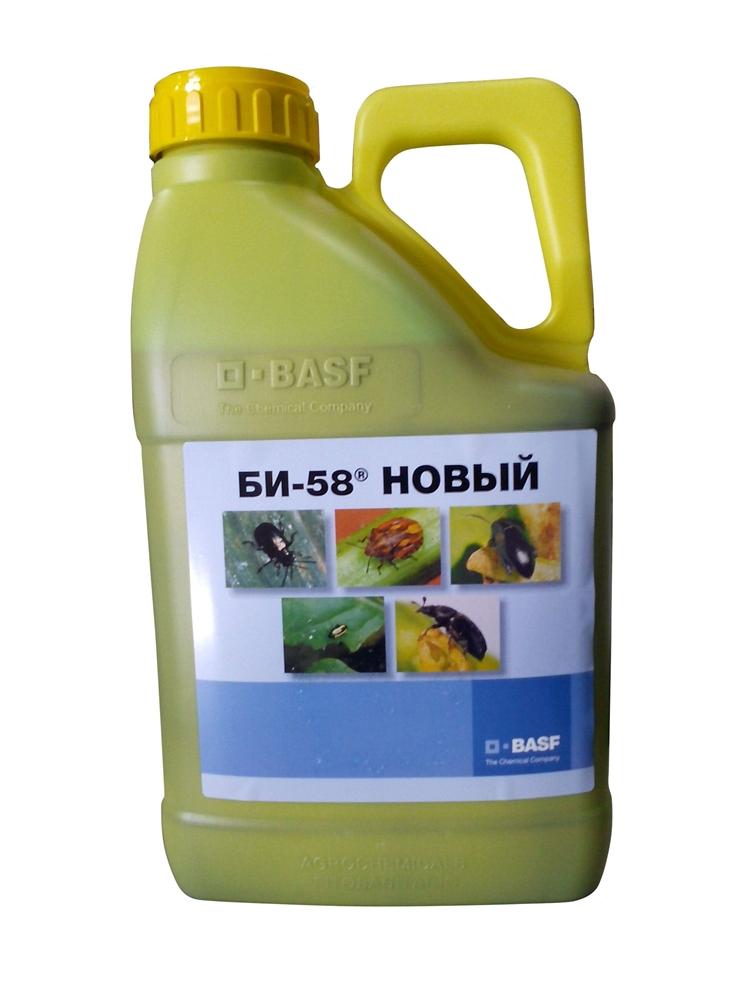 бутылка с химическим средством для растений