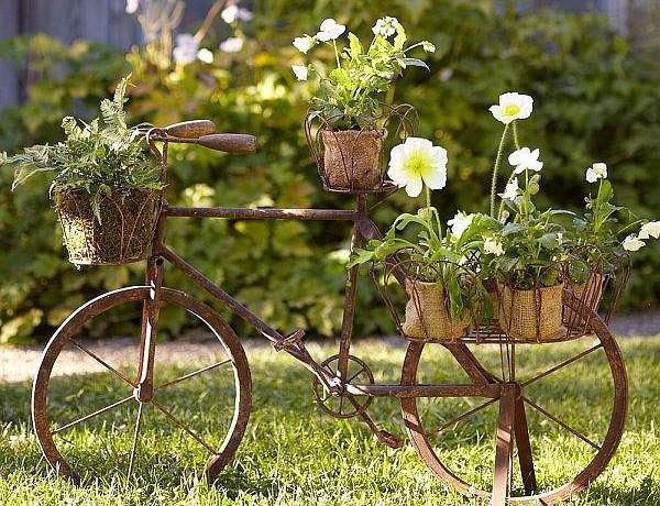 деревянный велосипед с цветами